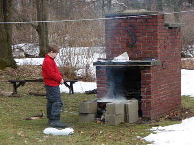 Making_maple_syrup_001_2